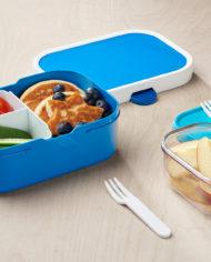 107440014300 lunchbox met lunch en fruitbox